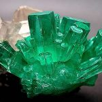 Бледно зеленый камень фото