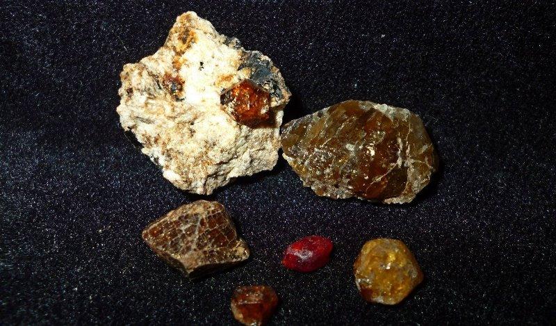 Драгоценный камень гиацинт: свойства и применение