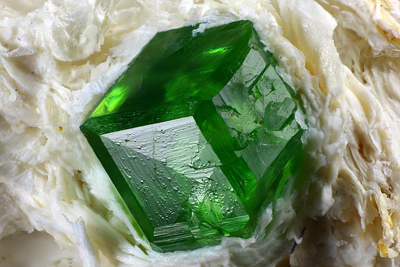 Символ жизни - зеленый камень