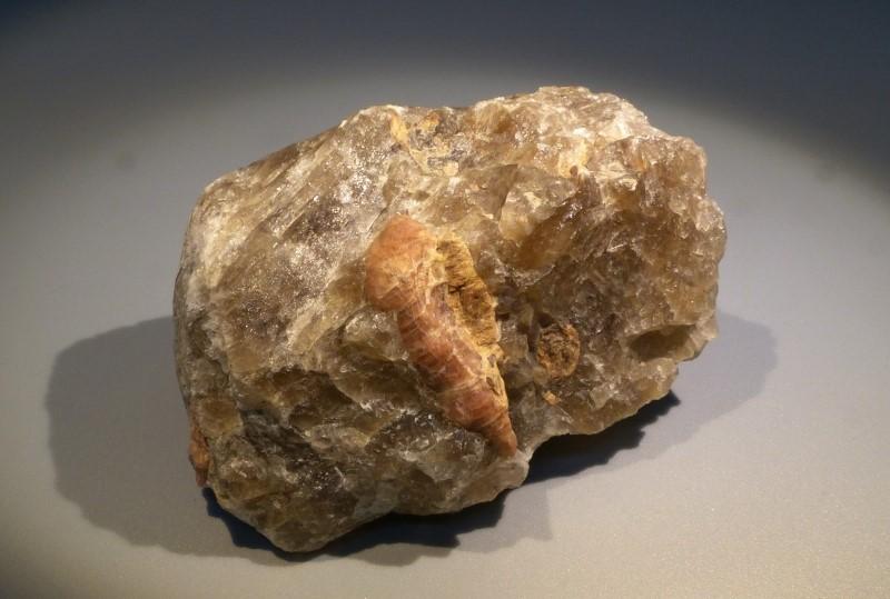 Ледяной камень криолит