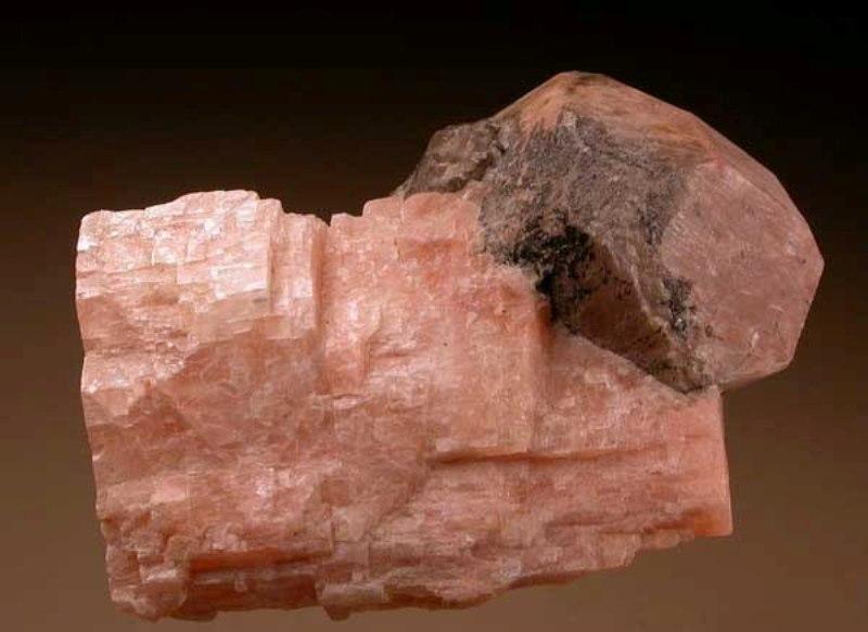 Камень микроклин