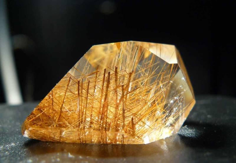 Кварц волосатик и другие разновидности минерала
