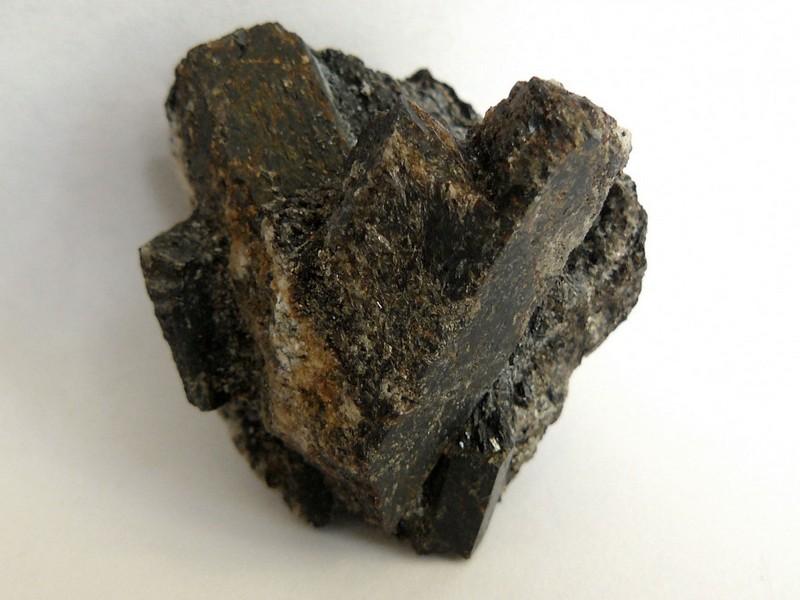 Камень ставролит