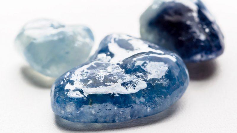Драгоценный и полудрагоценный синий камень