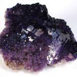 Флюорит (30 фото): магические свойства камня, применение минерала, кому подходит по гороскопу