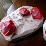 Красные камни в ювелирных изделиях