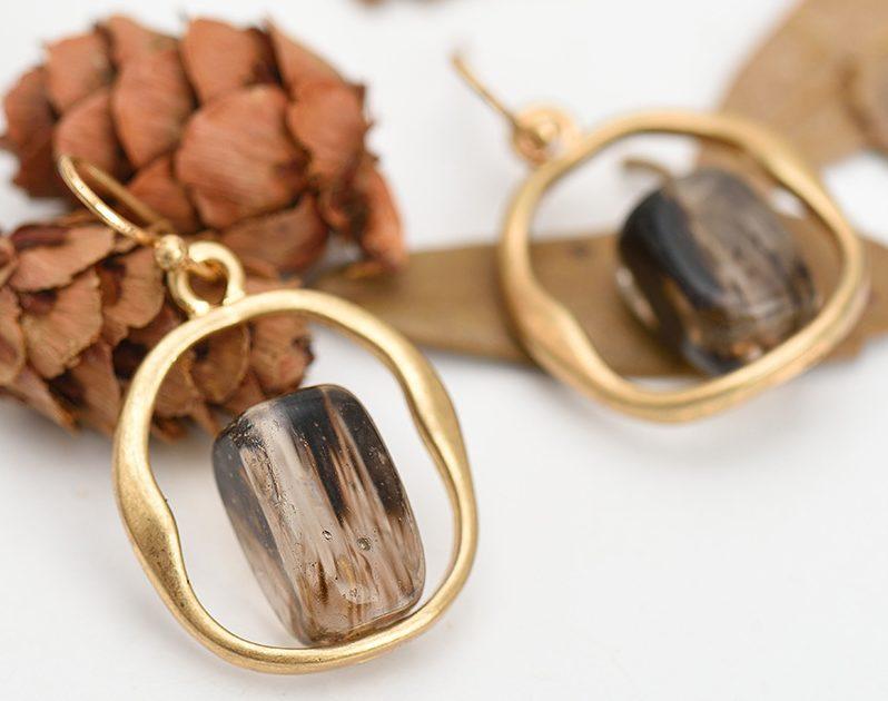 Искристый коричневый камень и его свойства