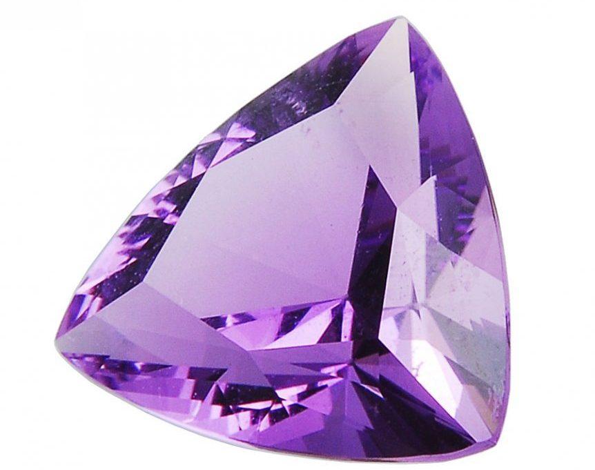 Драгоценный и полудрагоценный фиолетовый камень