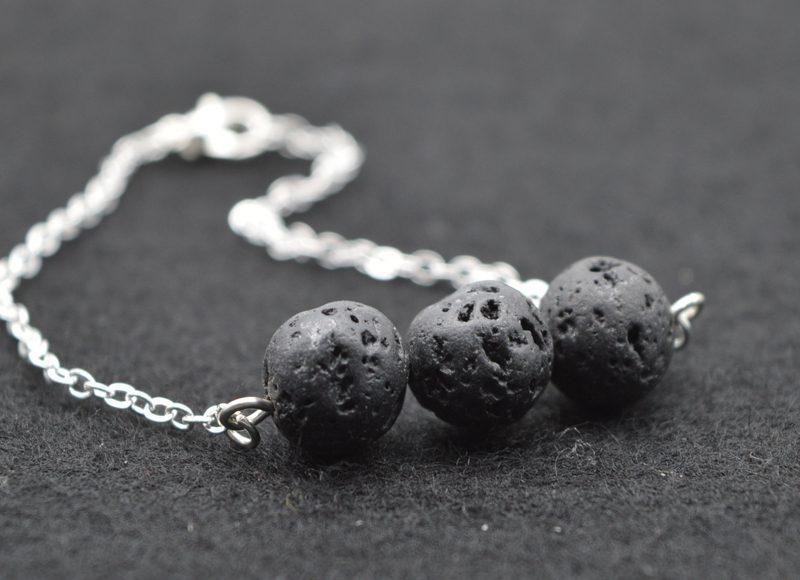 Как используют черный камень в украшениях и быту