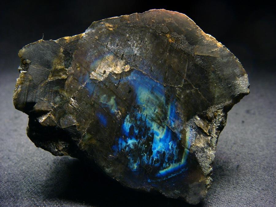 Характеристика и свойства камня лабрадорит