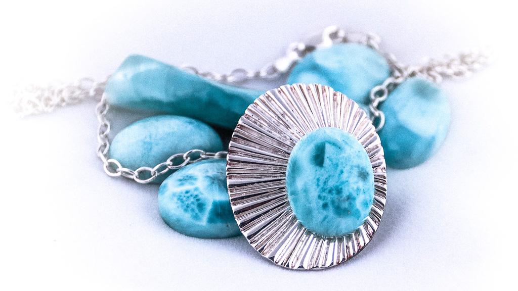 Символ моря - голубой камень