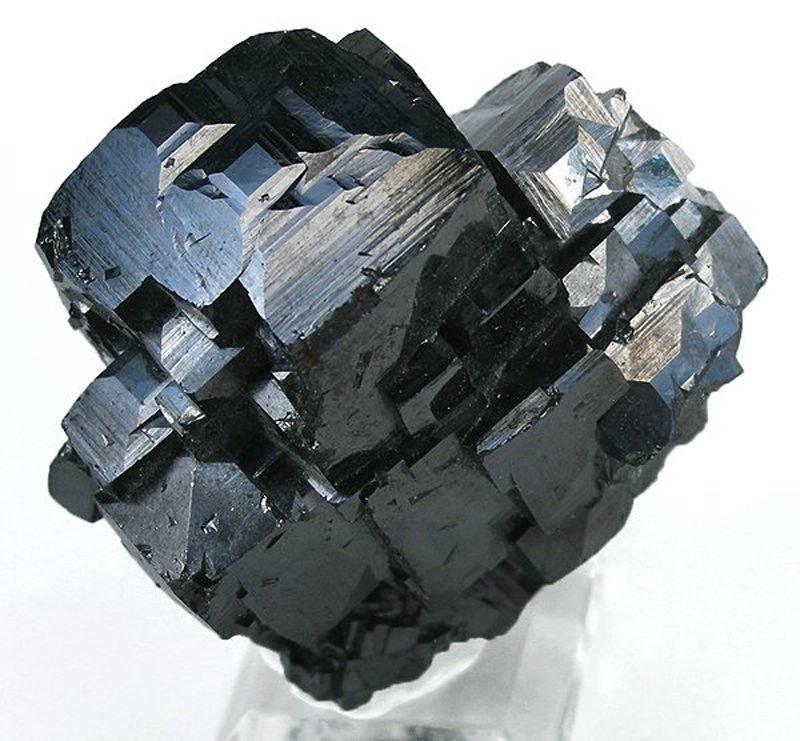 Каковы свойства камня магнетит?