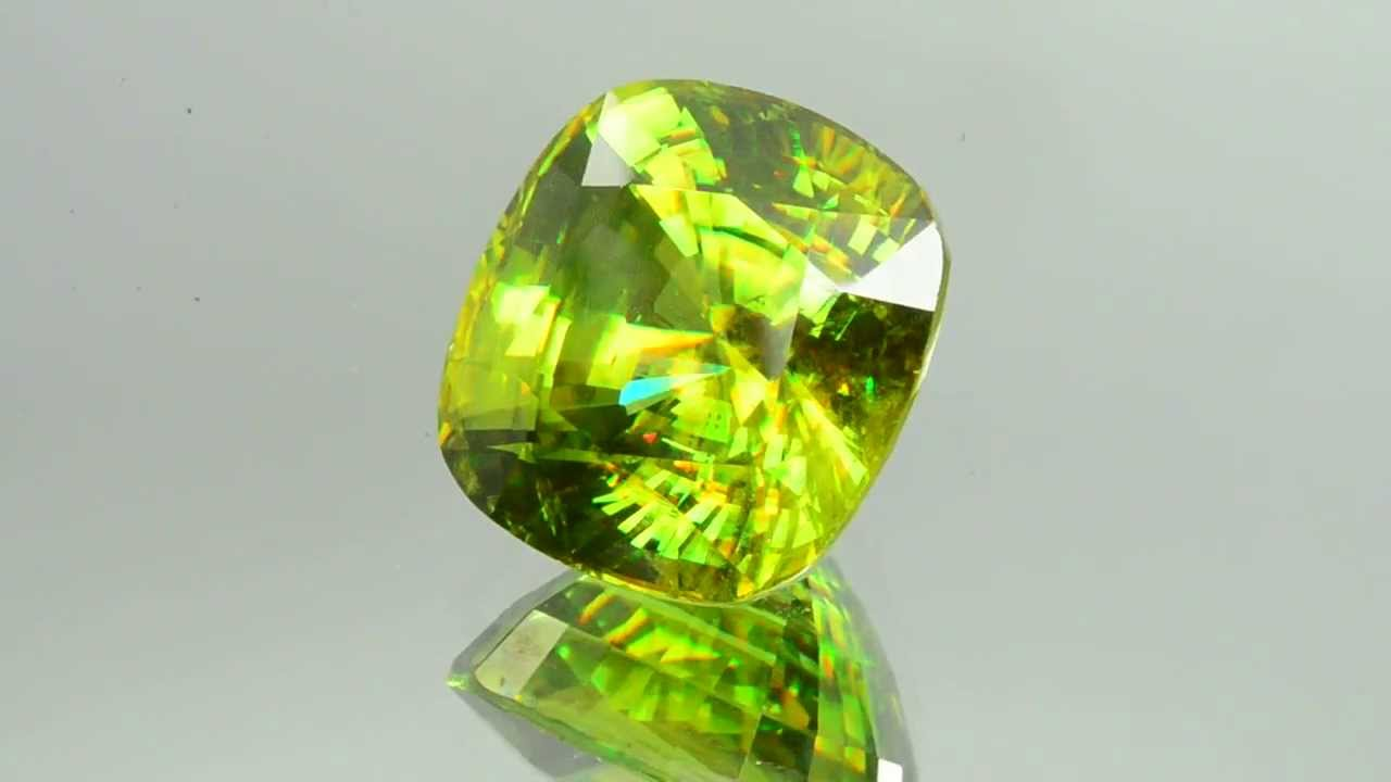 Камень титанит